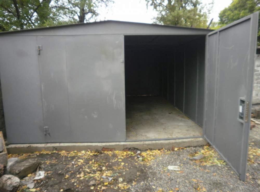 Железный гараж
