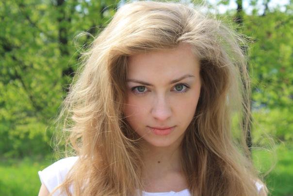 Бледные девушки с светлыми волосами