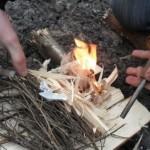 Как разжечь огонь без спичек и зажигалки?