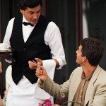 Сколько чаевых оставлять официанту?