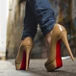 Вредно ли ходить на каблуках?