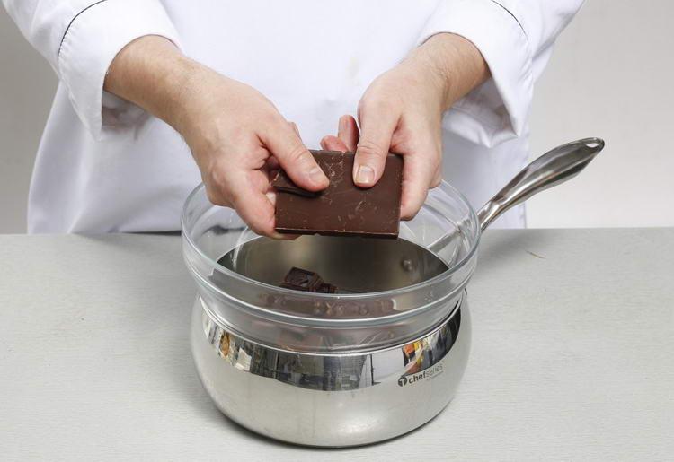kak-rastopit-shokolad-na-vodyanoy-bane
