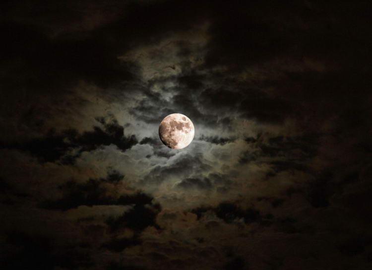 pochemu-luna-svetit_1