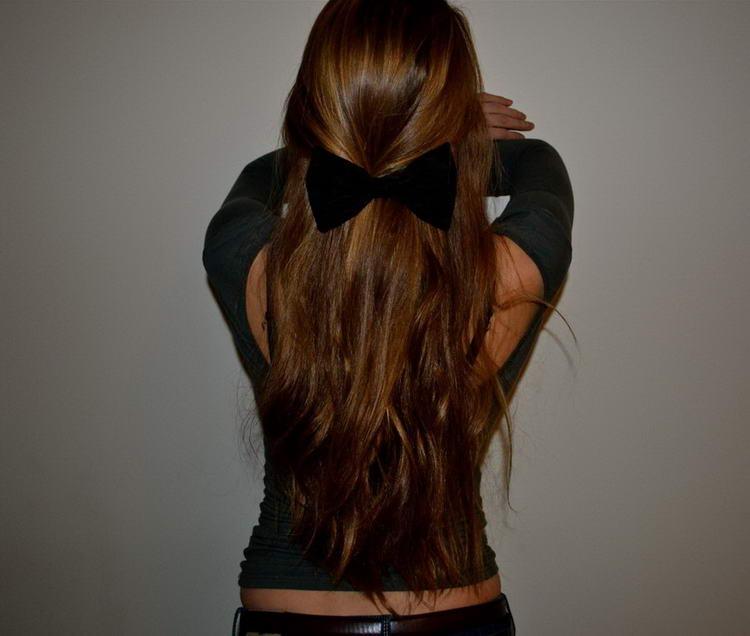 Девушки сзади на аву с русыми волосами