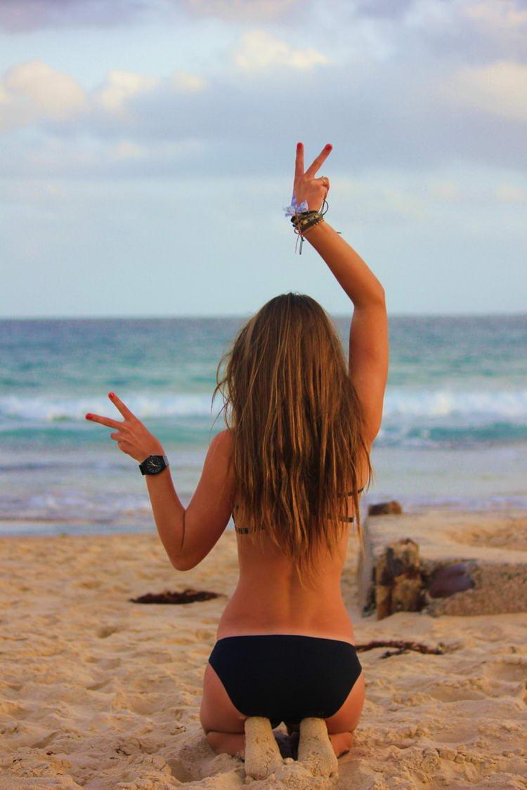 Фото девушек шатенок на море со спины на аву