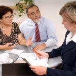 Должен ли пенсионер платить налог на недвижимость за квартиру?