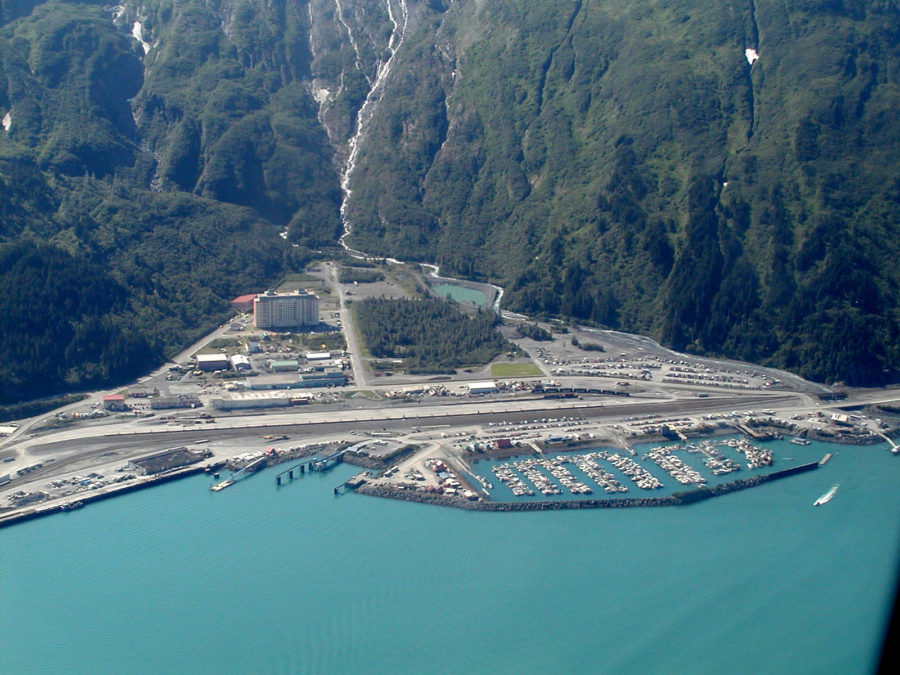 Аляска, город Уиттиер, население 220 человек