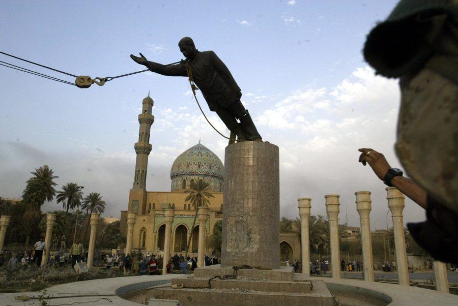 Снос памятника Саддаму Хусейну