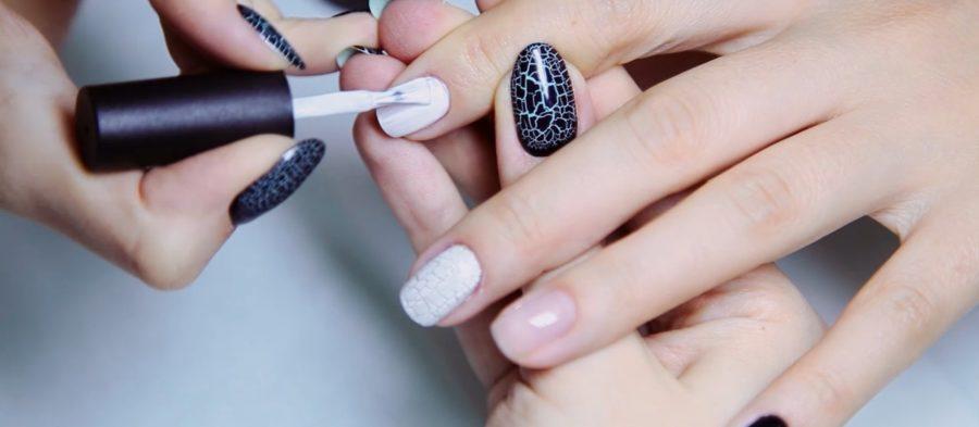 Шеллак входит в состав лаков для ногтей