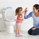 В каком возрасте приучать ребёнка к горшку (+ видео)