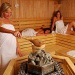 Чем полезна сауна для женщин?