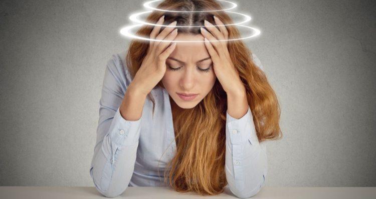 Почему при месячных кружится голова и тошнит